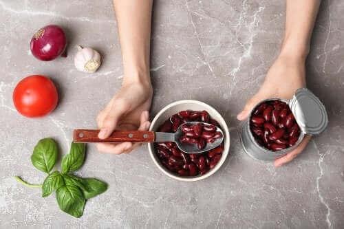 Fire måltider, du kan lave med en dåse bønner