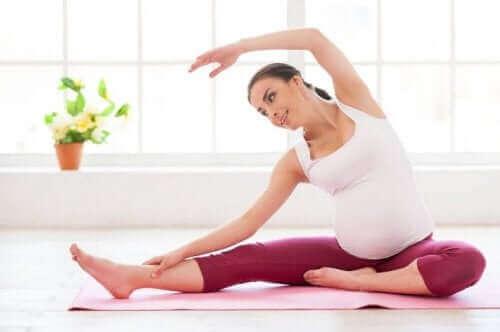 Kvinde motionerer for at håndtere en fødselsdepression