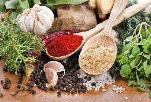 Krydderier og urter har mange helbredsfordele