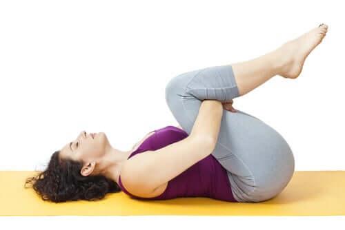 Denne øvelse hjælper med at strække dine rygmuskler