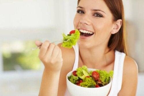 Kvinde er eksempel på at spise middelhavskost