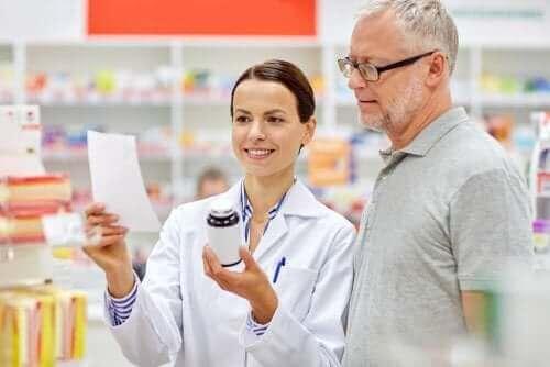 Apoteker vejleder om medicin til degenerative ledsygdomme