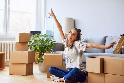 Organisering og rengøring af alt inden flytningen vil gøre processen med at flytte som par mere effektiv
