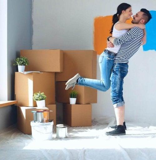 Par krammer i ny lejlighed