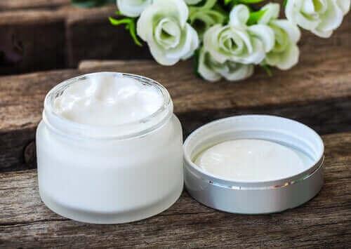 E-vitaminet i denne creme er antioxidant og har regenererende egenskaber