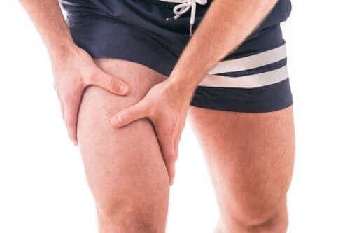 Denne type øvelse vil give ekstra støtte til leddet, hvilket reducerer påvirkningen og smerterne forbundet med slidgigt i knæet
