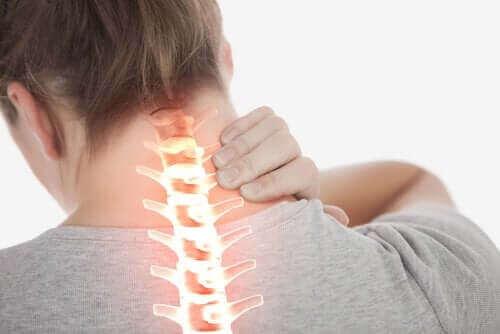 Muskulær torticollis: Symptomer og behandling