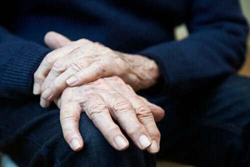 Essentiel tremor: Symptomer, årsager og behandlinger