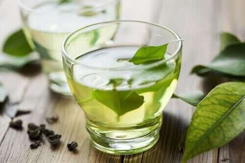 Grøn te til at lindre fordøjelsesbesvær