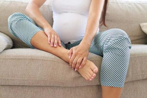 Gravid kvinde med ømme ben