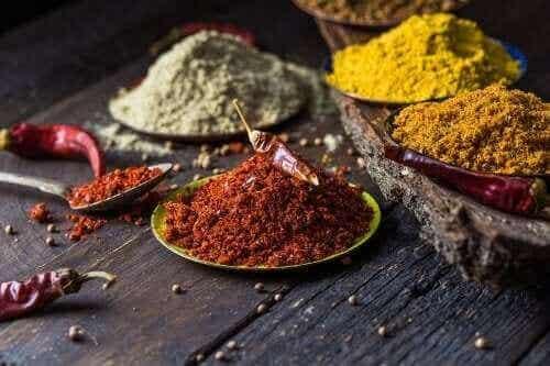 5 naturlige krydderier til at bekæmpe knæsmerter