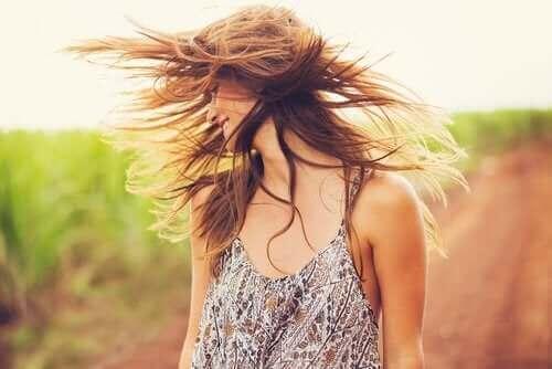 Brug ler og kokosolie til at genoplive håret