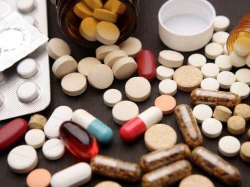 En række piller og kapsler