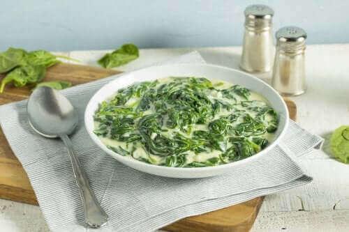 Creme af grønkål og spinat