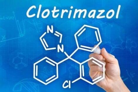 Kemisk formel for clotrimazol