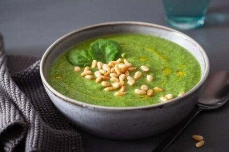 Cremet spinat er en sund og lækker måde at indtage denne grøntsag på