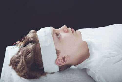 Hjernerystelse: Symptomer, diagnose og behandling