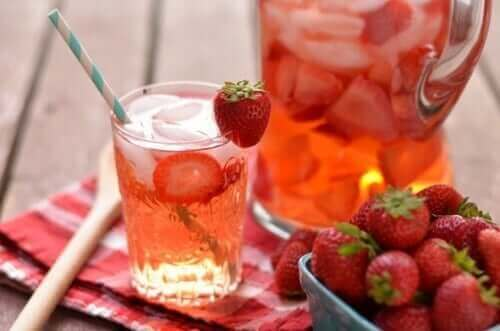 Drikkevare med jordbær