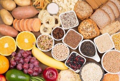 Forskellige frugter, grøntsager og kornsorter