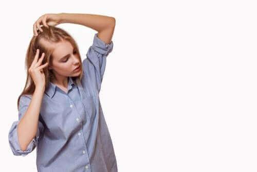 Kvinde lider af hårtab