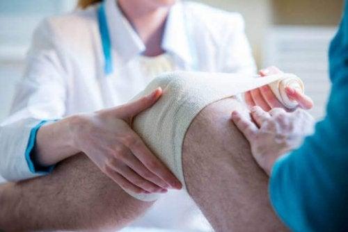 Ottetals bandager placeres normalt på leddene