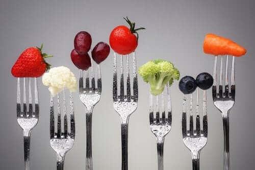Sunde fødevarer på gafler
