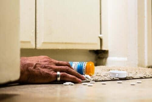Person på gulv har taget overdosis af tramadol