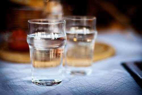 Vand i to vandglas