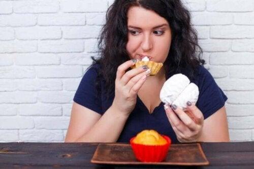 Kvinde overspiser