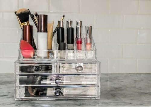 Eksempler på korrigerende makeup indenfor dermatologi