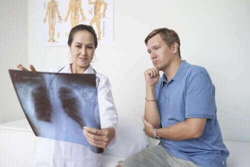 Lungehindebetændelse: Symptomer, årsager og behandling