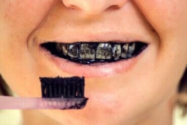 Risici ved aktivt kul for oral sundhed