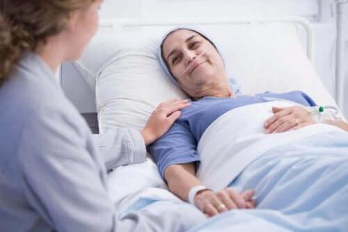 Palliativ pleje kan ydes på et hospital, i et specialiseret center eller hjemme