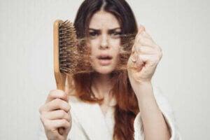 Sæsonbestemt hårtab: Hvorfor sker det i efteråret?