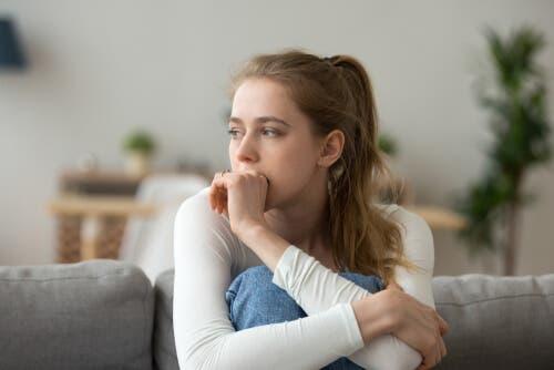Trist kvinde har brug for hjemmehygge