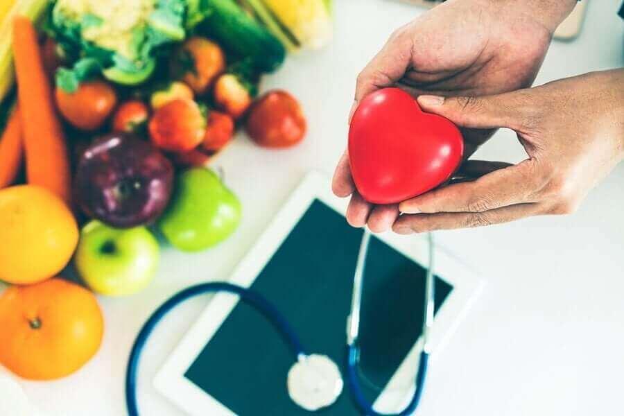 Hjerte og sunde fødevarer til at holde hjertet sundt