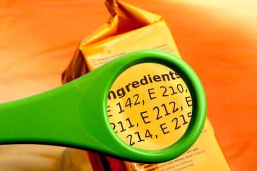 Ingrediensliste med tilsætningsstoffer