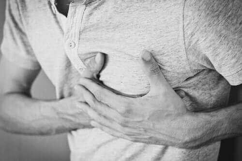 Kronisk hikke: Årsager, behandlinger og konsekvenser