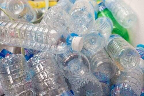 Plastikflasker kan indeholde hormonforstyrrende stoffer