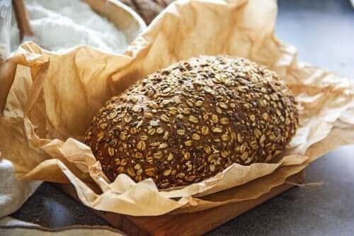 To opskrifter på brød med lavt kulhydratindhold