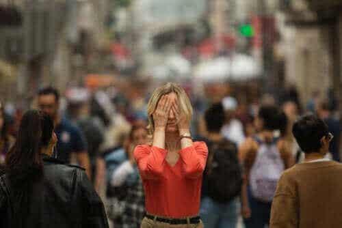 Hvad er symptomerne på agorafobi?