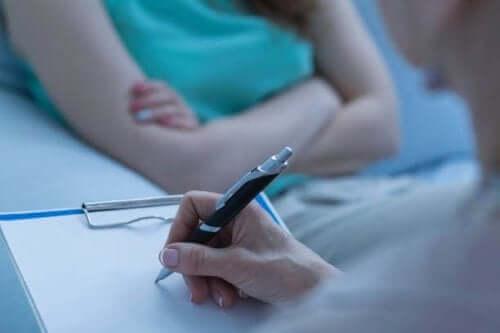 Kvinde i terapi mod humørforstyrrelser