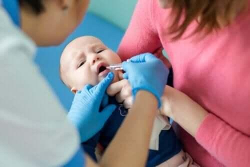 Barn vaccineres mod poliomyelitis