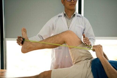 Fysioterapi med elastik