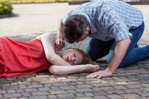 Besvimelse: Hvad er de forskellige årsager?