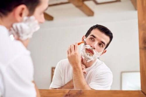Daglig ansigtsbarbering hos mænd fører til betydelige forskelle i forhold til ansigtshuden hos kvinder