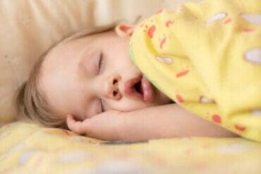 Symptomer og behandling af søvnapnø hos babyer