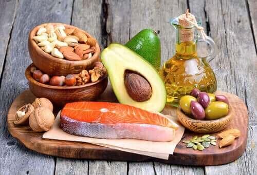 Forskellige fedtholdige fødevarer