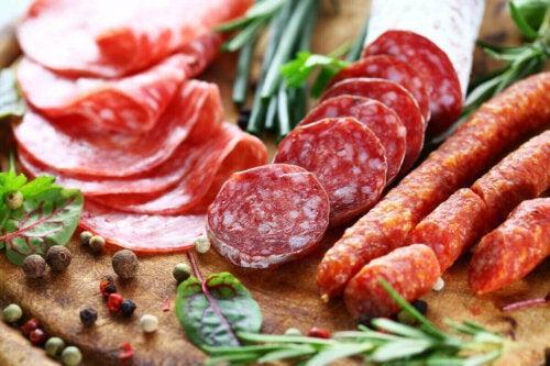 Forarbejdet kød indeholder mange typer af tilsætningsstoffer