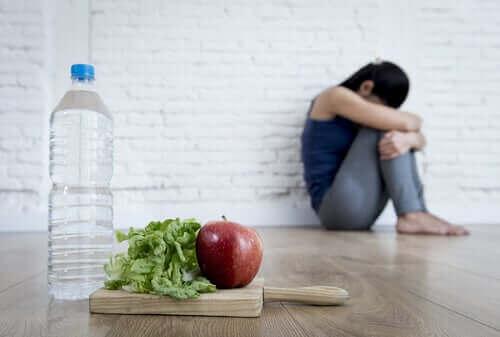 Kvinde vil ikke spise grundet overdreven bekymring om helbredet